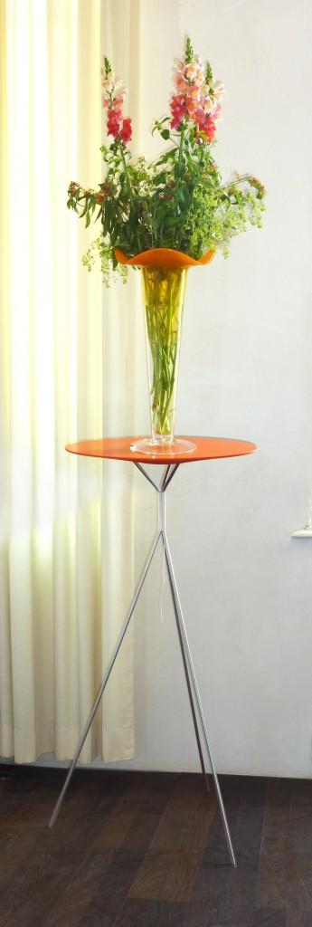 Silestone-met-hoge-oranje-vaas